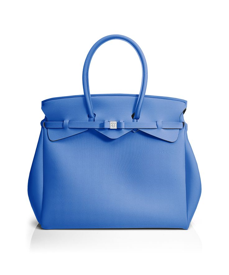 The Miss Weekender is your go-to bag for the perfect weekend away! This versatile tote transitions to a gym, beach or baby bag and is perfect for the jet-set who want to travel in style.  Size  440 x 400 x 200 mm  614g  Made in Italy  Vegan Friendly  Made from Poly-Lycra Fabric   Sapphire Blue