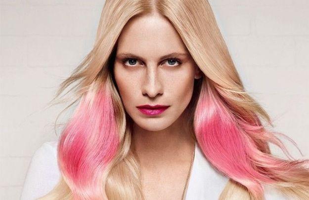 L'hairtrend del momento è lo Splashlight. Ecco cos'è, come si fa e tutto quello che c'è da sapere sulla tecnica di decolorazione dei capelli.
