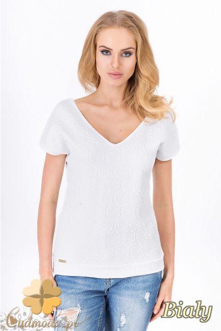 Stylowa bluzka z krótkim rękawem i dekoltem w szpic wyprodukowana przez Makadamia.  #cudmoda #moda #styl #ubrania #odzież #clothes #t-shirt #fashion