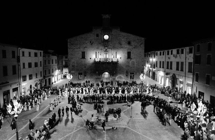 https://flic.kr/p/ToRdeG | Lost in Cagli #37 | Processione del Venerdì santo, Cagli (PU)