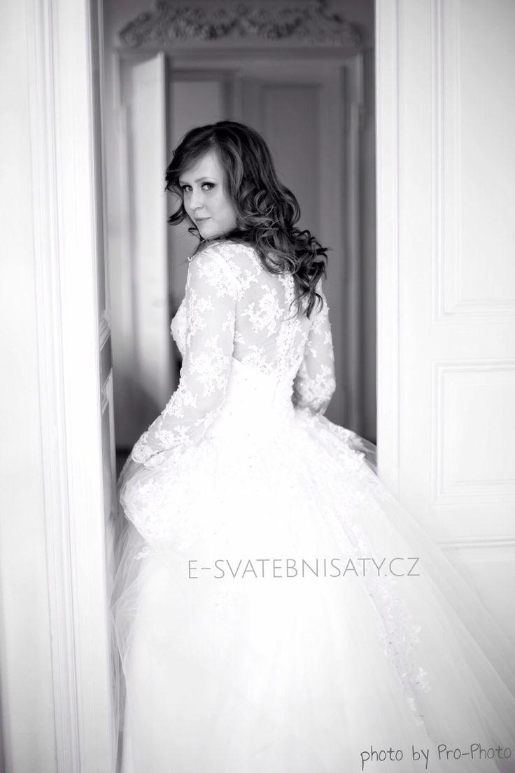Dress: Mallory from www.e-svatebnisaty.cz