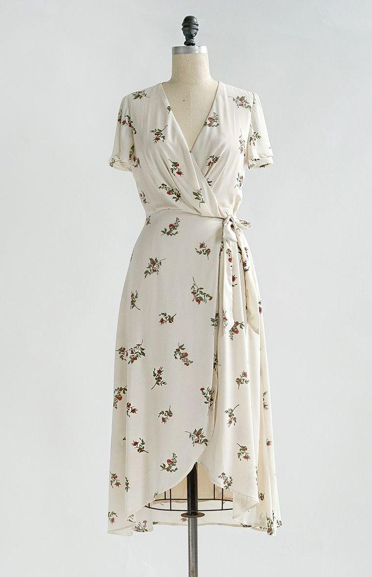 Vintage inspirierte Floral Wickelkleid / feminine florale Kleider / besotted Blooms …   – Outfits