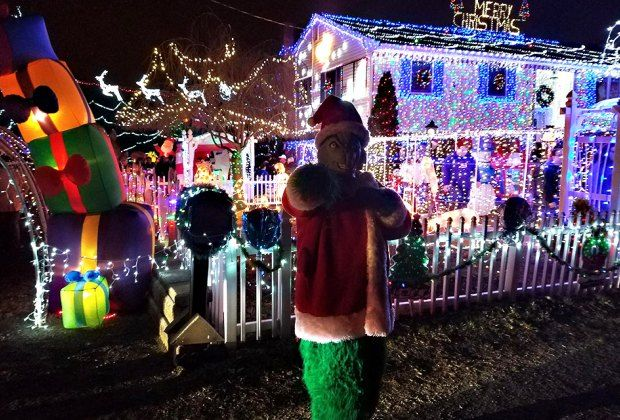 Best And Brightest Christmas Light Displays In New Jersey Mommy Poppins Things To Do With Kids Best Christmas Light Displays Holiday Lights Display Christmas Light Displays