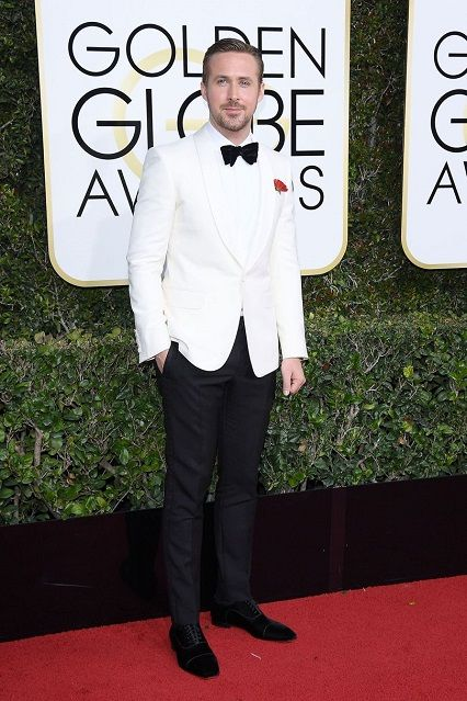 Ryan Glosling ai Golden Globe Awards 2017 http://www.theauburngirl.com/best-dressed-of-the-weeks-golden-globes/