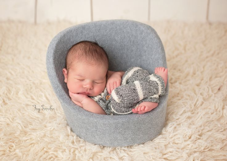 Newborn photography posing pod chair brooklyn newborn photographer