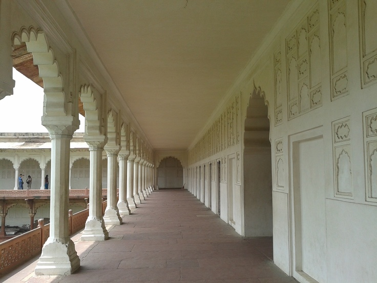 perspective shot of one of the corridor at Agra Fort, India