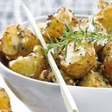 Backofen auf 220 °C Ober-/Unterhitze vorheizen. Kartoffeln waschen, abbürsten und etwas trocken...