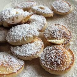 Een makkelijk en superlekker recept voor poffertjes! In dit recept zit geen gist, het hoeft dus niet een uur te rijzen. Er zit zelfrijzend bakmeel in. Wel zo makkelijk. Lekker met een klontje boter en poedersuiker, of stroop.