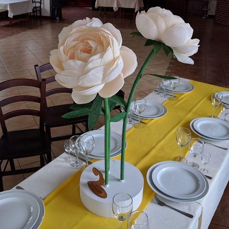 """114 Likes, 2 Comments - Tania (@_boomage) on Instagram: """"Столы для гостей оформили композициями из бумажных цветов #пионыизбумаги #бумажныецветы…"""""""