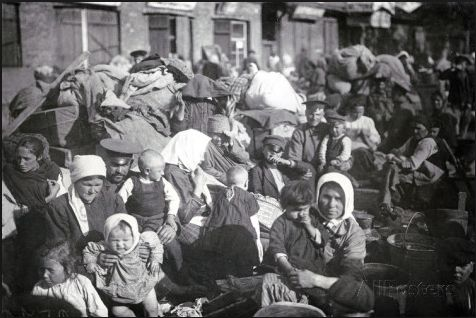 Refugees in St. Petersburg. 1915
