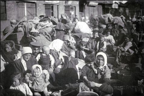 Refugees in St. Petersburg. 1915