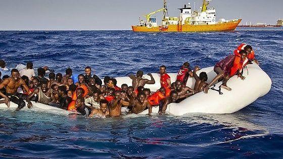 """Il rapporto di Amnesty International sulla rotta dalla Libia: """"L'Unione europea volta le spalle"""". Accuse alla guardia costiera libica di"""