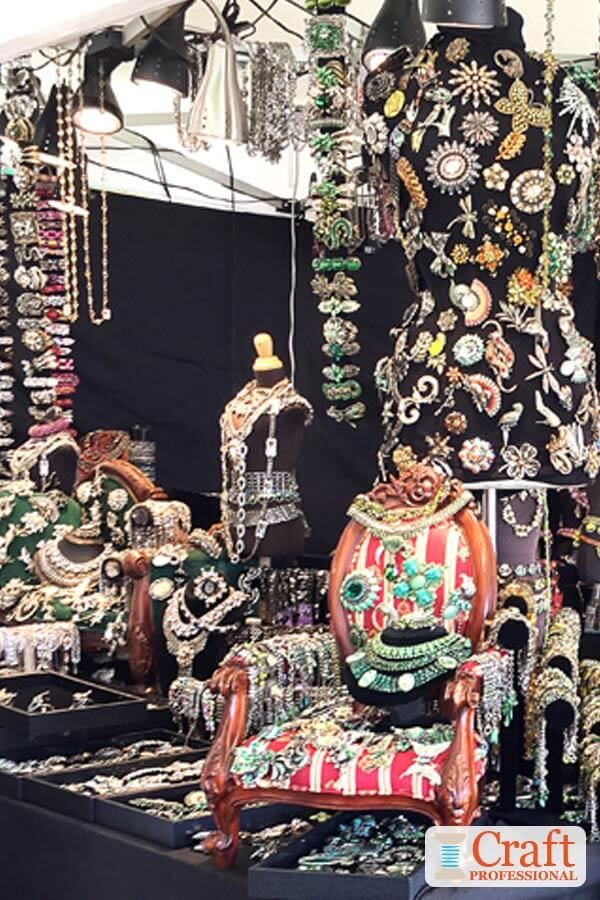 This spectacular jewelry display breaks all of the rules of good craft booth des…