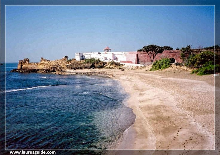 Jallandhar Beach, named after the demon Jallandhar, features a small memorial at a hill top along with a stone face structure of the demon. It is a sunny beach, which is around 1 km from Diu and houses a temple, dedicated to Goddess Chandrika. Though, water sports facilities are available at Jallandhar Beach, it is also a good spot to relax and laze around.