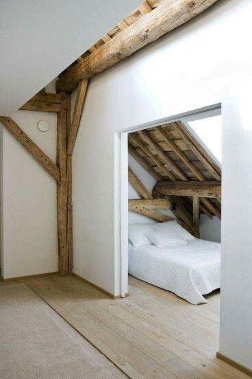 Bett in der Dachschräge