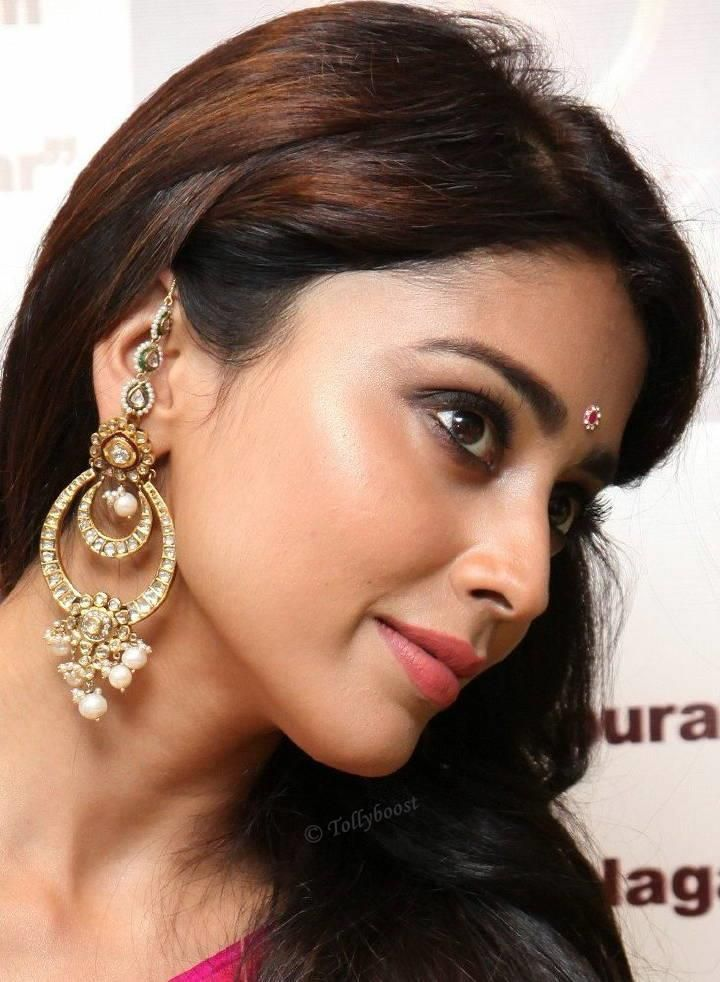 Shreya Saran Hd Wallpapers Pin On Actresses