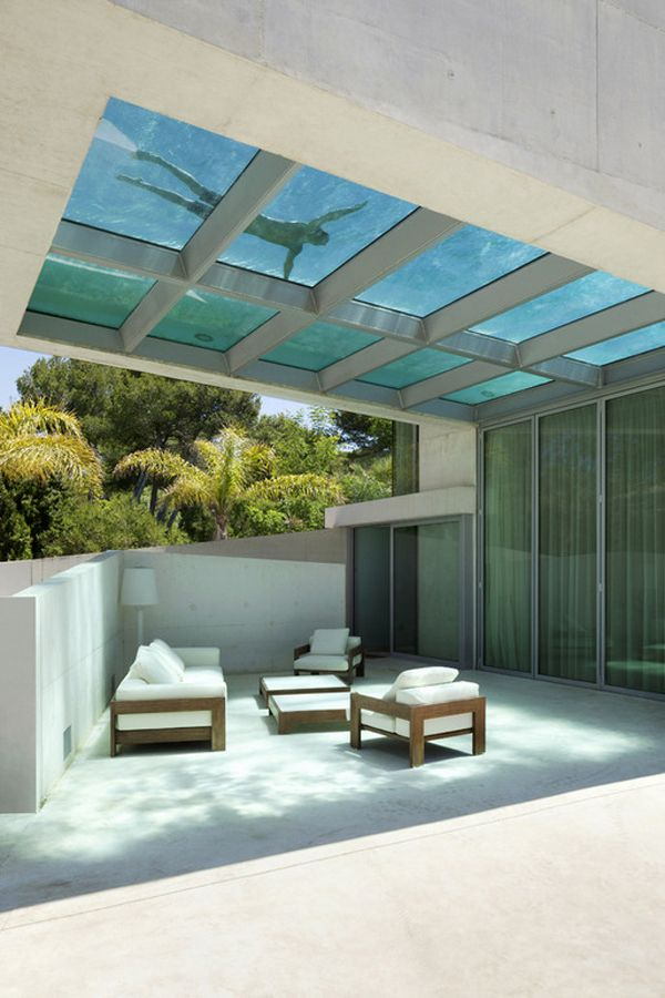 Cantilevered rooftop pool defines Jellyfish House in Spain