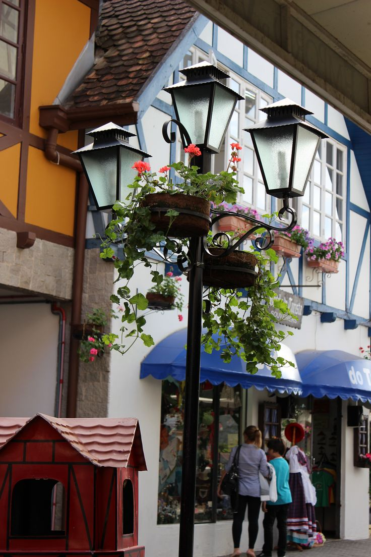 Blumenal, in the Santa Catarina state, had a strong German colonization. The Germans left their mark on architecture and local cuisine.