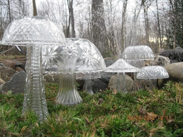 ***30 second craft idea!!   I Have one on my hall table!   Old Vase + Old bowl = Crystal mushrooms!   Come-on dig em out and display your mushrooms!