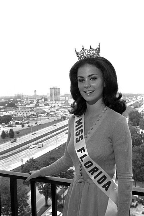 Delta Burke, Miss Florida (1974) At age 17, then-high school senior Delta Burke became the youngest contestant in pageant history to be crowned Miss Florida.