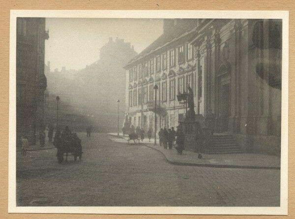 Nowomiejska róg Długa widziana od strony Freta. Po prawej kościół Św. Ducha.
