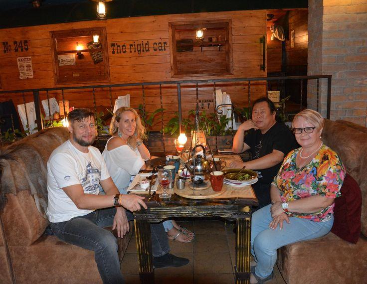 Вечерний ужин с организаторами. Травяной чай, уха с угольком и хорошее настроение!!!! С Мастером и практиковать и ужинать хорошо! За что ему спасибо огромное!! (фото Facebook Tatyana Kurganova)