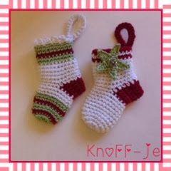 Ze zijn zo leuk,en heel gemakkelijk te maken.   Deze sokjes in de kerstkleurtjes zijn gehaakt met catania op nld 3,5.      Patroon:     Je m...