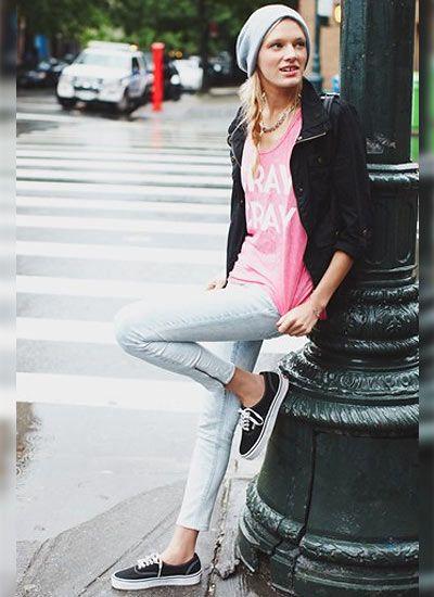 黒ブルゾン×ピンクTシャツ×ジーンズの春コーデ♪クールなブルゾンコーデ☆スタイル・ファッションの参考に♡