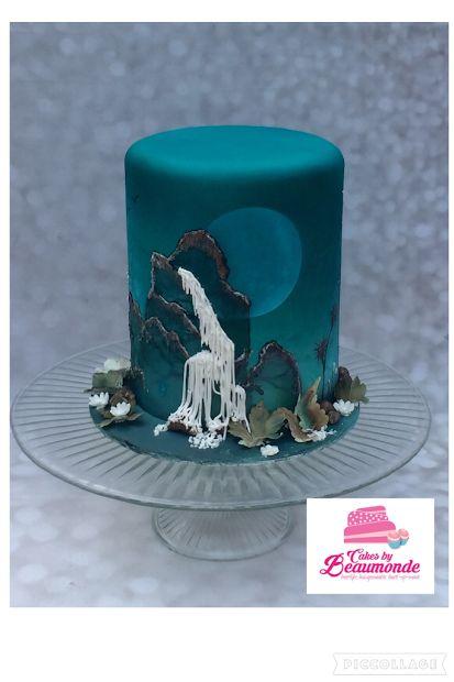 Waterval taart bewerkt met airbrush en prachtige technieken om 3D effect te creëren. Mystique waterfall cake