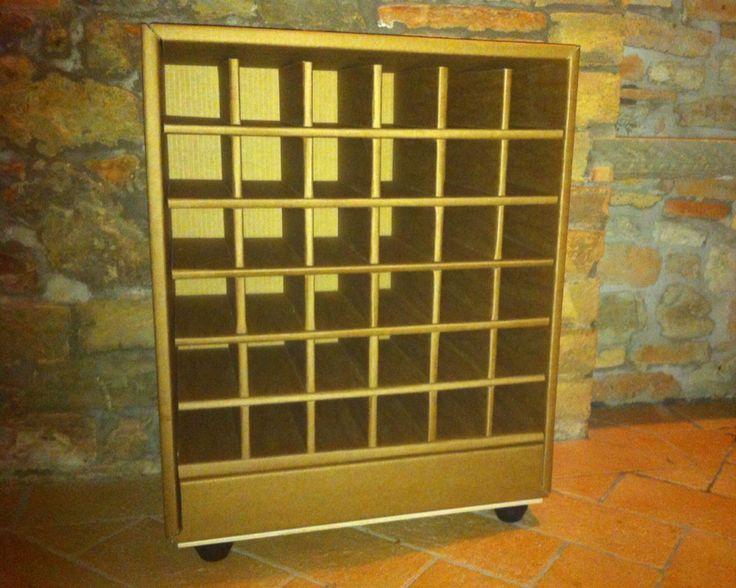 Wine cellar. Cantinetta per bottiglie in cartone. #cardboard #wine #cantinetta