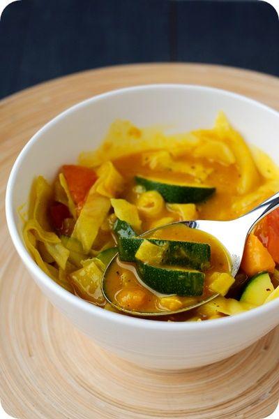 Frl. Moonstruck kocht!: Kürbis-Curry mit Zucchini und Spitzkohl
