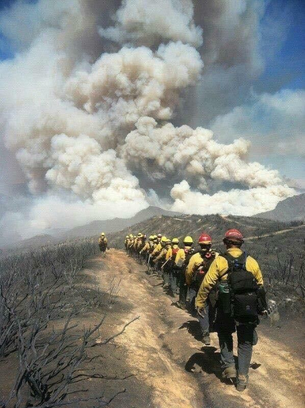 Pin By Abelillo On Fighting Fire Wildland Helitack Hotshots Smokejumpers Aerial Rescues Engine And Hand Crews Smokeshow Wildland Fire Wildland Firefighter Firefighter Pictures