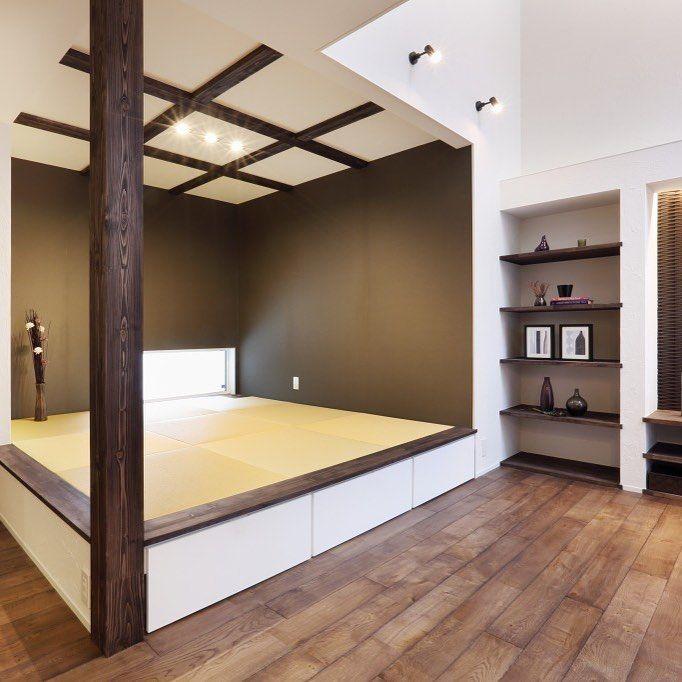 New The 10 Best Home Decor With Pictures Hanaken リビングとつながるタタミコーナー 化粧柱と天井の梁でデザインされた空間は とてもシックでかっこいいですよね ここだけ特別感も感じますが全体の統一感を 考えられたコ インテリア 収納 インテリア 和