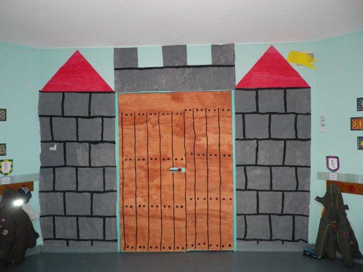 Classroom Decoration Ideas Fort Worth : Porte de la classe transformée en ch teau fort