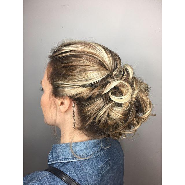 🌟weeding chignon 🌟grand merci à @abourgeault  pour ta confiance 😊#hair #instahair #instadaily #hairmoment  #woman #montreal #montrealfashion #montrealwedding #montrealhair #montrealmoments #mtlblog #mtlblogger  #updohair #braidstyle #hairstyles #weeding #event #montrealhairstylist #updostyles   #hairfashion #mtl #weedingtrial #hairpost #hairideas #hairoftheday #hairinspo #hairbrained #hairgoals #bridal #bridalhair ••• @lorealprocan @canadianhairdresser @esteticausa @salonmagazine…