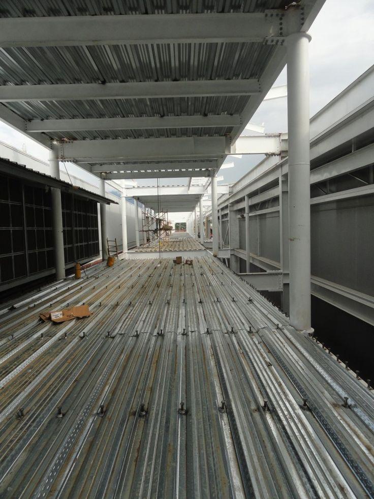 Diseño y Construcción de Losas, EntrePisos y Mezaninnes con Estructuras de Acero en México y Colombia. Proyectos con grandes luces, livianos y resistentes.