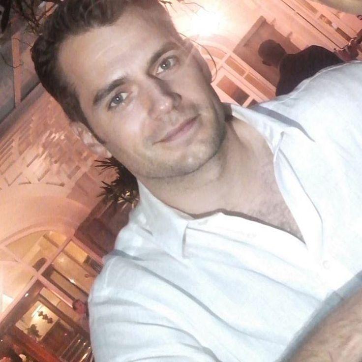 """""""@gigimyone fez uma bela foto de Henry Cavill, em frente ao Hotel Copacabana Palace mo #riodejaneiro  #henrycavill #themanfromuncle #NapoleonSolo…"""""""