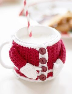 Been searching for Christmas crochet patterns free? These christmas crochet decorations are beautiful & free crochet patterns! A fab round up post of the best. Click through & see the rest of the christmas crochet patterns & start hooking!