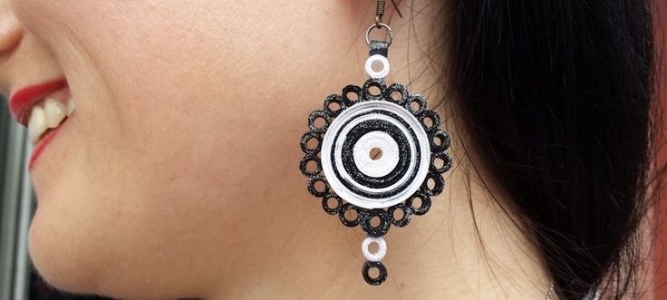 round and tight quilling earrings #QuillingTutorial #AlbertaNeal