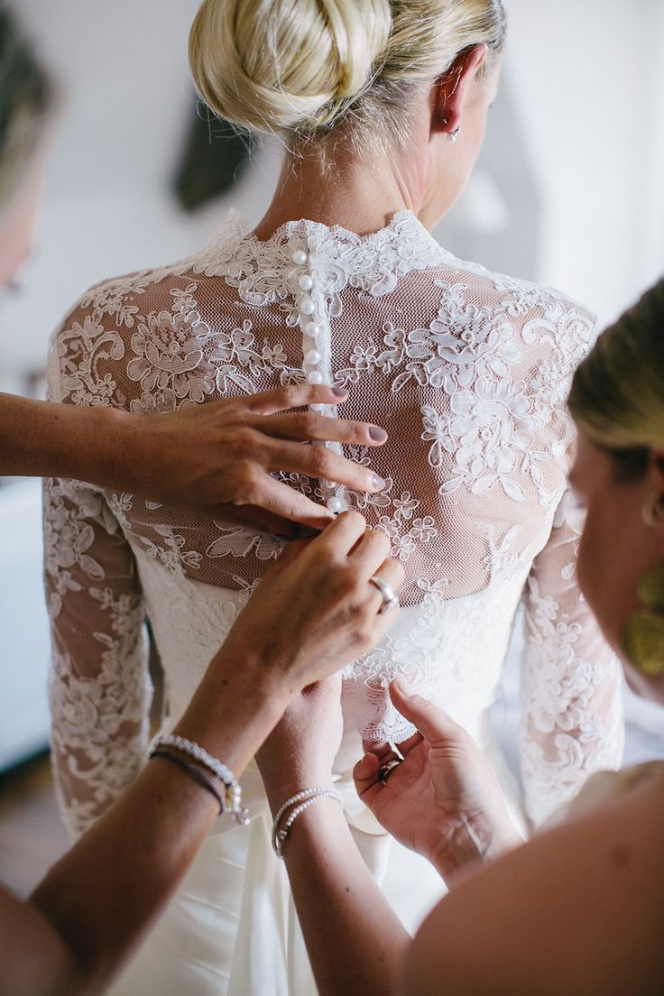 in love with lace! Wedding in France | Katrin and Guillaume | Carmen and Ingo Photography Blog #weddingdress #lace