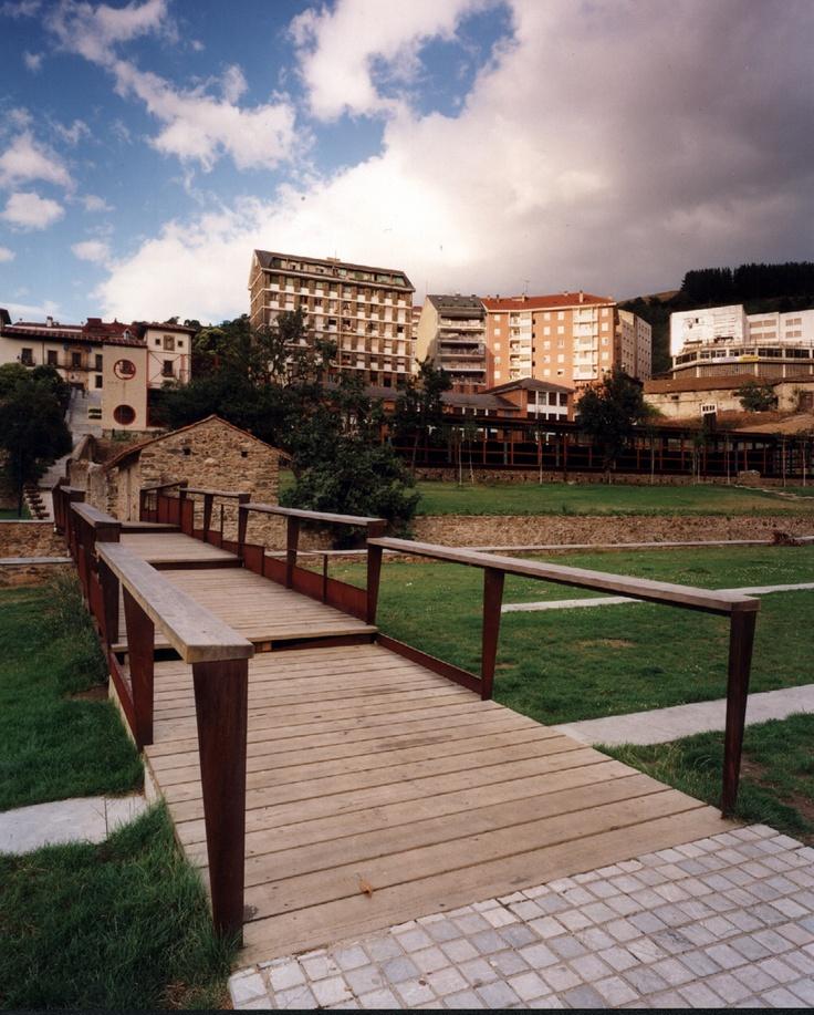 Piscinas climatizadas y Parque del Molin. ROGELIO RUIZ FERNÁNDEZ, MACARIO LUIS GONZALEZ ASTORGA.