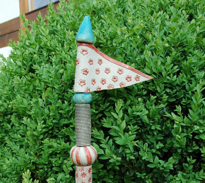 Keramik-Stele-Blümchen-rot von Kunst-und-Keramik auf DaWanda.com