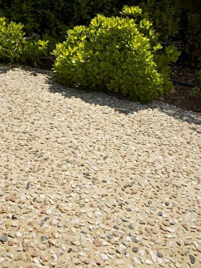 Kamenný koberec  Sassoitalia na zahradě. / Stone carpet Sassoitalia for gardens. http://www.bocapraha.cz/cs/produkt/1059/sassoitalia/