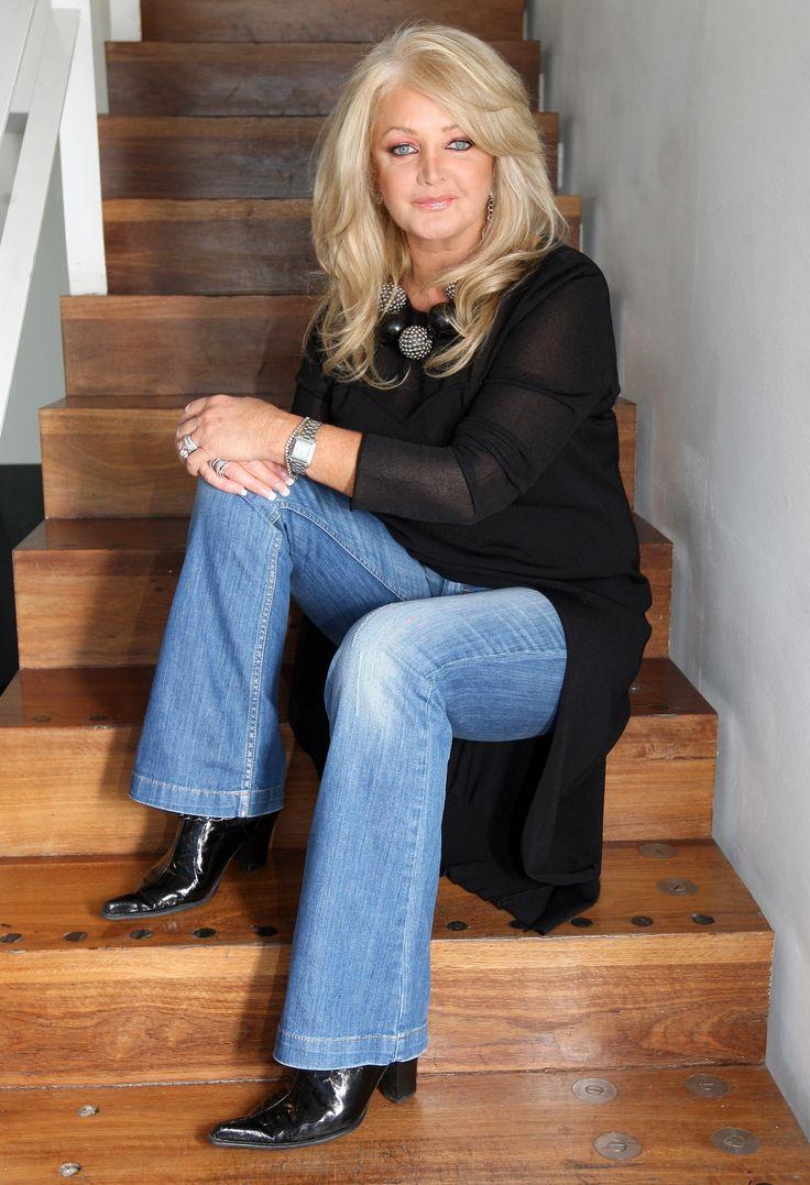 Bonnie Tyler #bonnietyler #2000s #gaynorsullivan #gaynorhopkins #thequeenbonnietyler #therockingqueen #rockingqueen #music #rock  www.the-queen-bonnie-tyler.com