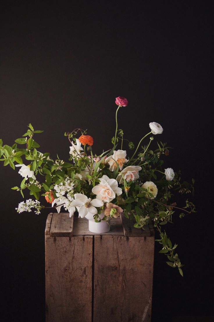 Registration opens Thursday for Garden to Vase: my digital course in cultivating cut flowers. The course is designed for floral designers, aspiring micro or urban farmers, and anyone passionate about garden inspired flower arrangements like this one with honeysuckle foliage, ranunculus, narcissuses and more. Registration opens just a few times a year. If you want to be on the list to be notified when it's available, head to www.gardentovase.com. #cuttinggarden #gardentovase #growcutflowers