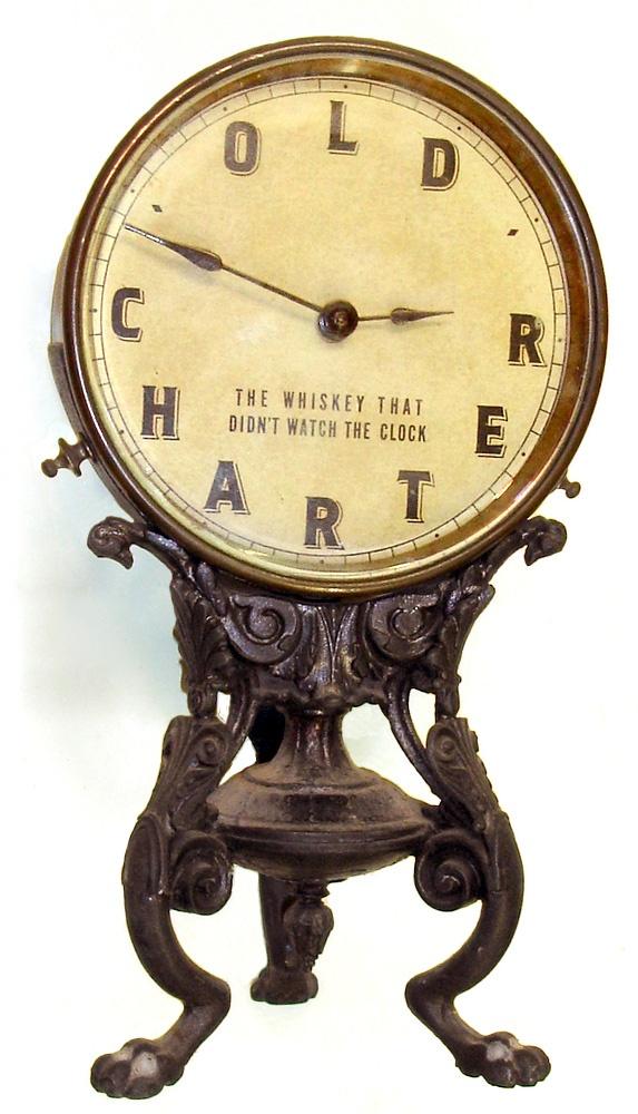 Este reloj me da la impresión de que se diseñó para oficinas de fábricas en el siglo pasado.¿será?