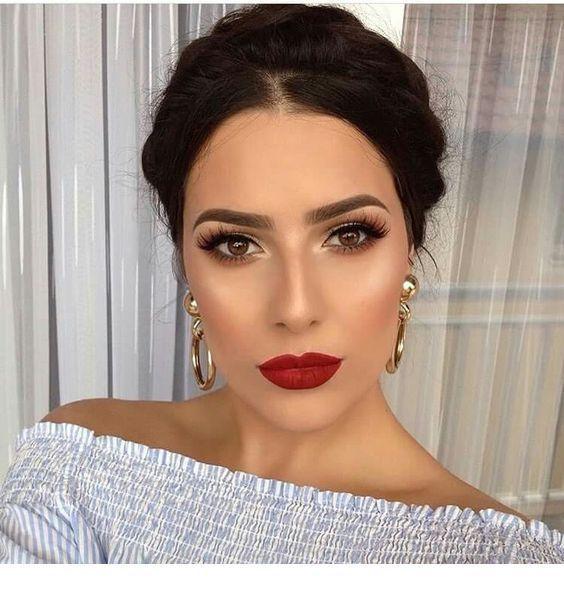 Rote Lippen, braune Augen, tolles Make-up. – Miladies.net #augen #braune #lippen…