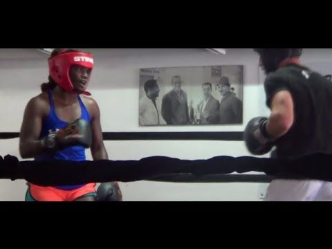 Claressa Shields HARD SPARRING with male boxer at 5th Street Gym in Miami - YouTube