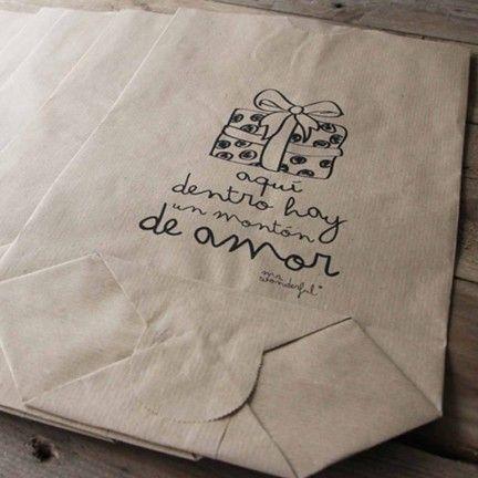 Pack de 5 bolsas kraft Aquí dentro hay mucho amor. Diseño de Mr.Wonderful. A la venta en: http://www.mrwonderfulshop.es