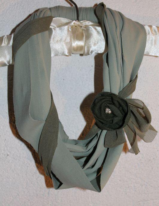 Lycra Necklace. Collana in fettuccia di lycra e fiore di stoffa.